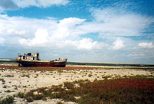 Beached boat on the shore of the Aral Sea / © 2010 - Jacques Mongnet - Association Seine et Marne Kazakhstan