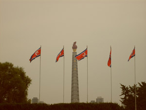 A monument to the glory of the North Korean ideology: the 'Juche' (© 2010 / N. Levi)