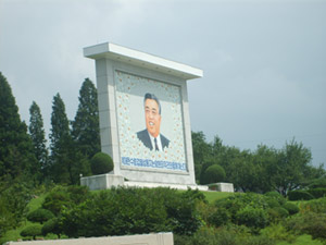 A monument to the glory of Kim Il Sung: the founder of North Korea (© 2010 / N. Levi)
