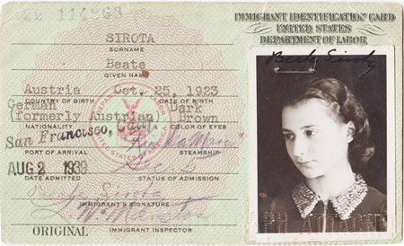 Beate's immigrant identification card (© 1939)