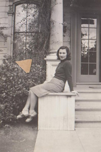 Beate at Mills College, Oakland (© 1941)