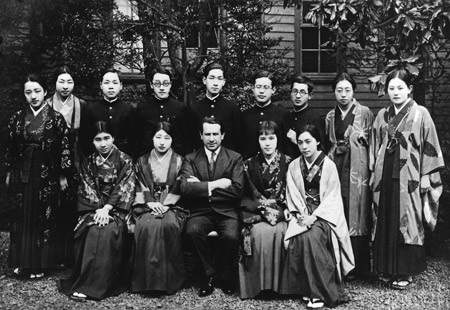 Leo and his students at Tokyo Music Academy (© 1934)
